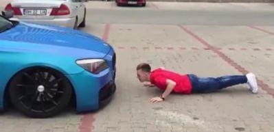 Sahibi ile Teknoloji Harikası BMW Şınav Çekiyor