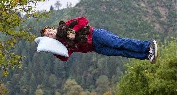 Uykuda Birden Boşluğa Düşme Hissi Sebebi ve Neden Olur?