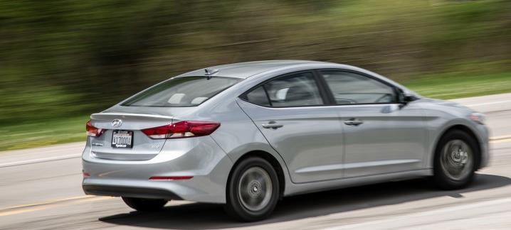 2017-Hyundai-Elantra-2