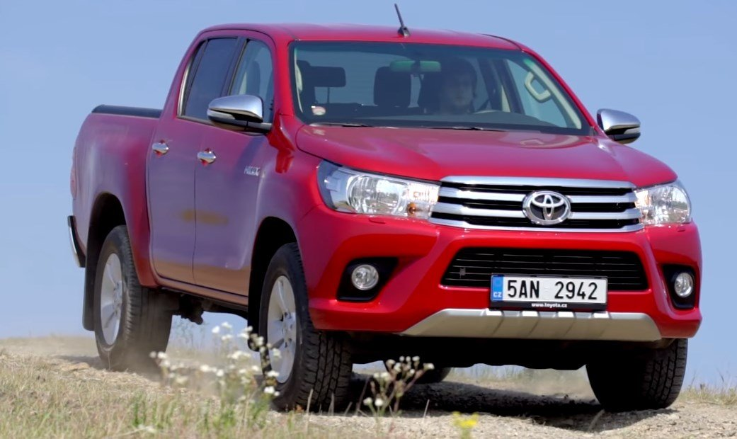 Toyota-Hilux-2017-2