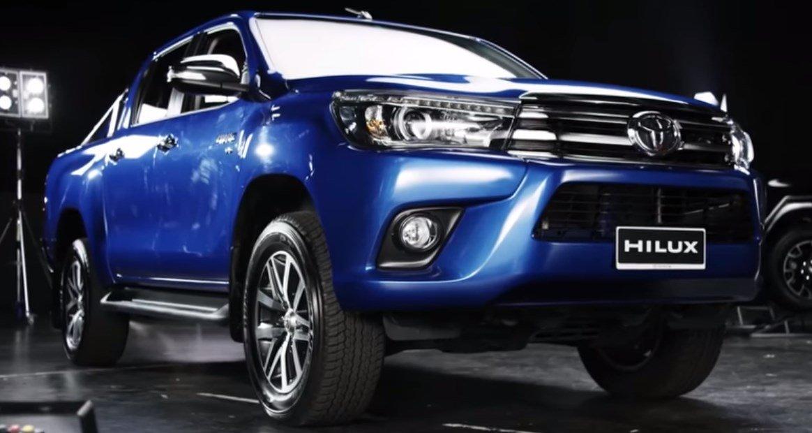 Toyota-Hilux-2017-gorunus