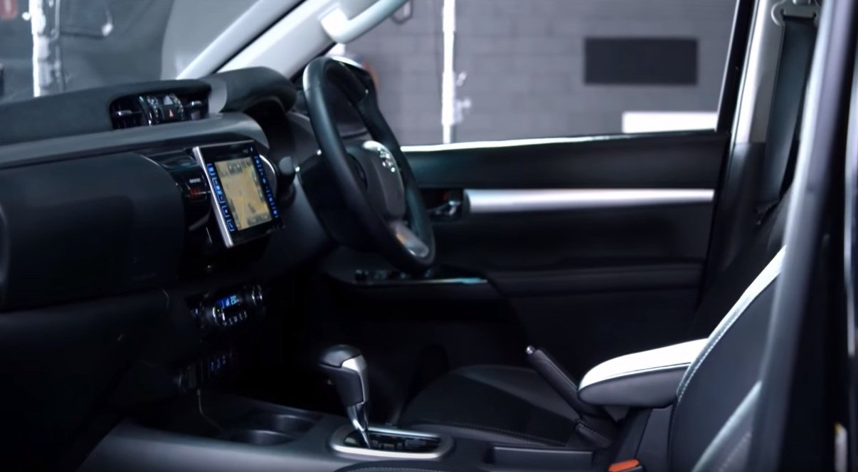 Toyota-Hilux-2017-ic-dizayn