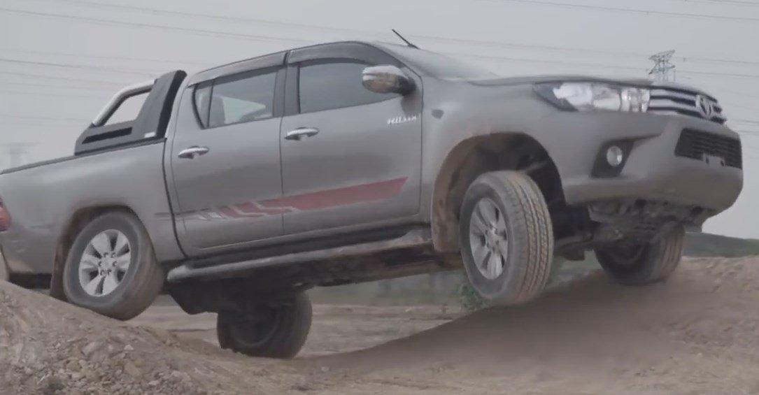 Toyota-Hilux2017