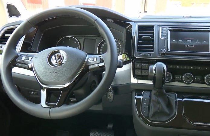 2017-Volkswagen-Caravelle-6