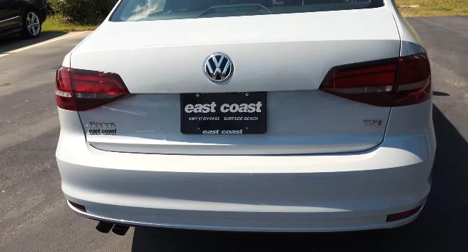 Volkswagen-Jetta-2017-3