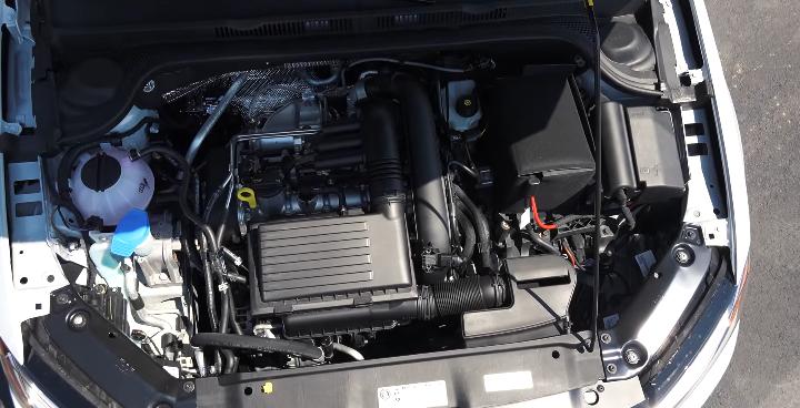 Volkswagen-Jetta-2017-motor