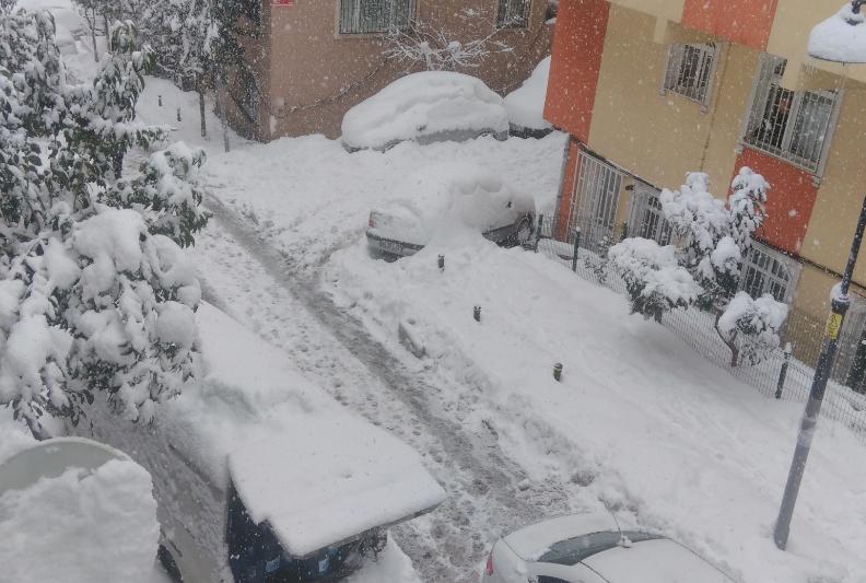 istanbul-arasokaklarinda-yol-durumu
