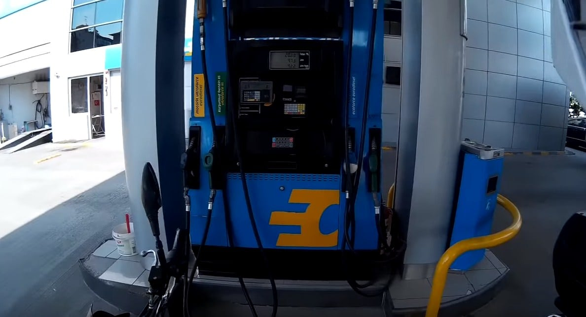worldpuan-gecen-benzin-istasyonu-akaryakit