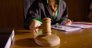 Evi Terk Eden Eşe Boşanma Davası Nasıl Açılır?