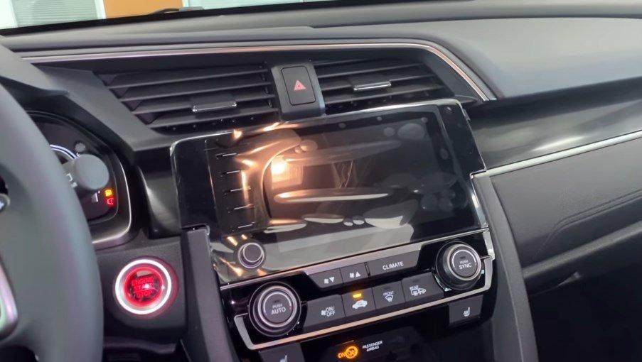 2021 Model Honda Civic-on-konsol